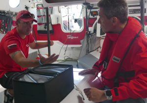 Damien seguin et Philippe barret sont dans un bateau